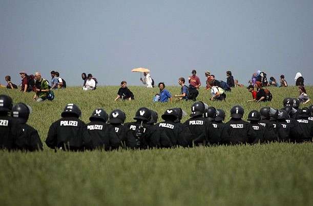 Police Germany portest G8 summit