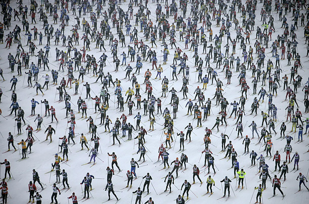 More than 10,500 skiers participated in a 42.2 kilometer cross-country race in Switzerland's Engadin Ski Marathon.