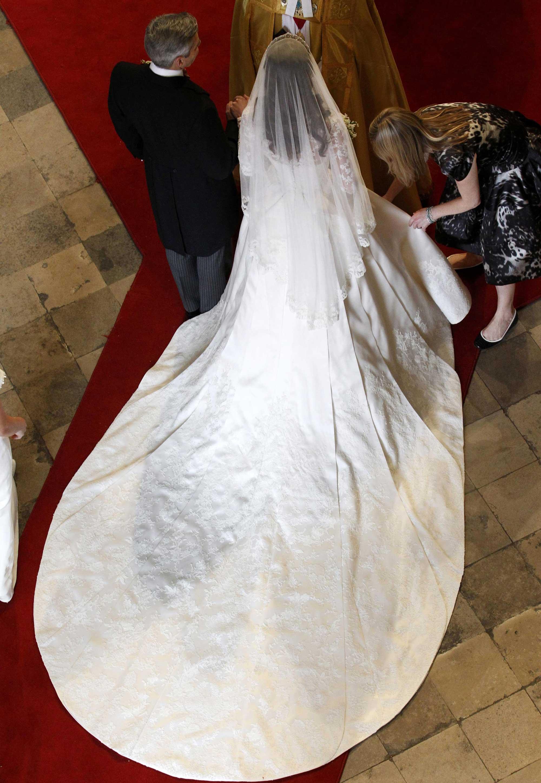 kate dress3 b - Royal Wedding Dresses